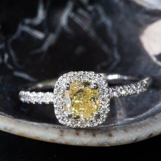 18 kt. White gold - Ring - 0.93 ct Diamond - Fancy...