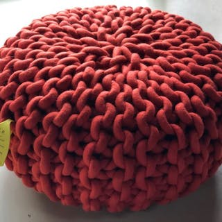 Christien Meindertsma - t.e. - pouf (1) - Urchin small, red