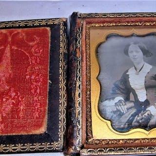 """""""Bijou"""" Daguerrotype - Porträt in eines jungen Mädchen"""