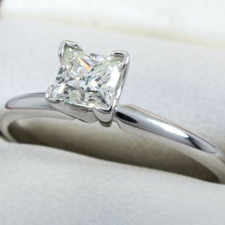 14 kt. Gold - Diamond ring with 0.41ct. solitair center.