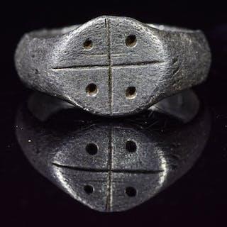 Mittelalterliche Kreuzfahrer Ära Silber Ritterring mit Kreuz und Sonne vier