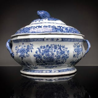 Tureen - Blue and white - Porcelain - China - 18th century