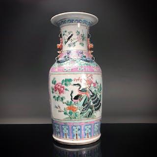Baluster vase - Famille rose - Porcelain - Peacocks - China - 19th century