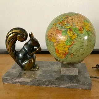Globe light table lamp
