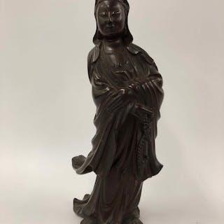 Guanyin-Statue - Hartholz - China - Qing-Dynastie (1644-1911)
