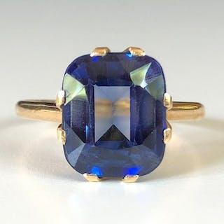 18 kt Roségold - Ring - 5.20 ct Saphir Verneuil