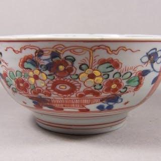 Bowl - Imari - Porcelain - Flowers - An Imari bowl with...