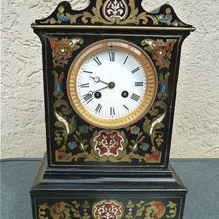 Beautiful mantel clock - wooden body with decorative...