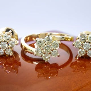 14 kt. Gold - 1.47 Ct - diamond ring and earrings matching set.