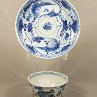 Saucer, Tea cup - Blue and white - Porcelain - A blue and...