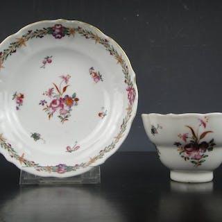 Tazza e piattino - Fencai - Porcellana - Cina - XVIII secolo