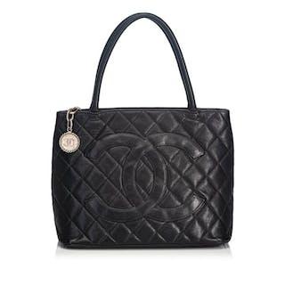 Chanel - Caviar Medallion Tote Tote bag