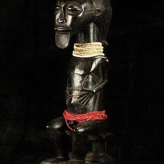 Statuette(s) - Bois dur, Perles de verre - Baoulé - Côte d'Ivoire