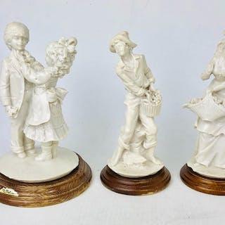 A. Belcari Signierte Figuren Keramik & Holzsockel (3) - Keramik