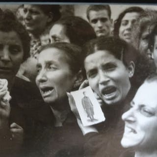 Robert Capa (1913-1954)/Magnum/LIFE - The mothers of Naples, 1943