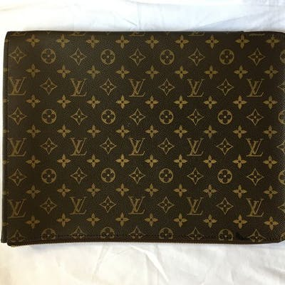 Louis Vuitton - Carryall Pochette