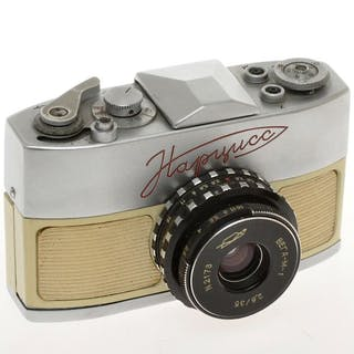 KMZ  Нарцисс (Narciss) reflex 16mm subminiature camera with 35/2.8 Vega-M-1