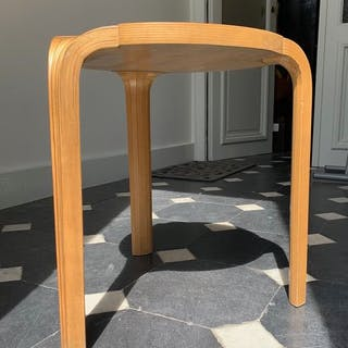 Alvar Aalto - Artek - Sgabello (1) - X600
