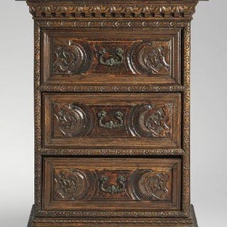 Chest of drawers (1) - Baroque - Walnut - First half 17th century
