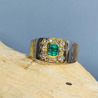 18 kt. Gold, Tricolour - Ring - 0.50 ct Emerald - Diamonds