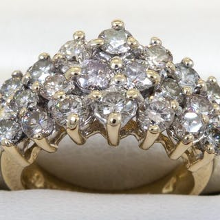 14 kt. Gold - 1.92 ct - Diamond, brilliant entourage ring.