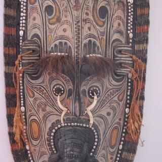 Masque (1) - Bois - village de Tambanum  - Sepik, Papouasie-Nouvelle Guinée