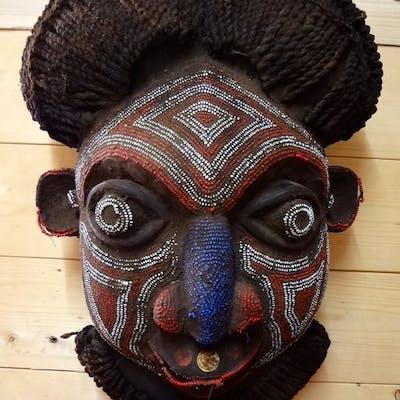 Maschera (1) - Legno, Perle di vetro - Bamileke - Camerun
