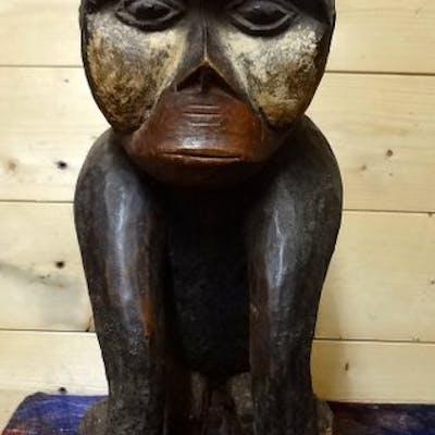 Sculpture (1) - wood, pigments - monkey - Bulu - Cameroon