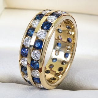 18 kt. Gold - 2.64 carats - wide diamond & sapphire band ring.