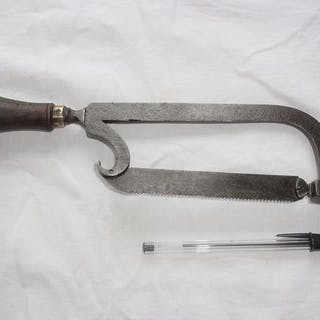 Small surgical saw 18 th - Steel, Wood - early 18th century