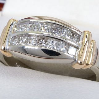 14K Gold - 0.84ct - diamond entourage double row ring.