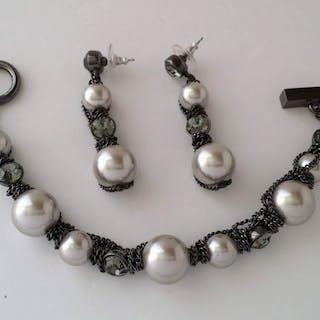 Givenchy Conjunto de pulsera y aretes de perlas simuladas