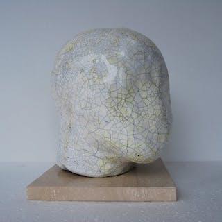 MJ (Van de Velde Marie-Jeanne - Craquelé hoofd in keramiek