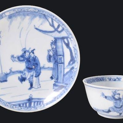 Un bol et une soucoupe à thé bleu et blanc de l'épave de...