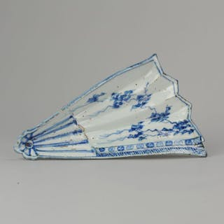 Dish - Porcelain - Late Ming Tianqi or Transitional Fan...