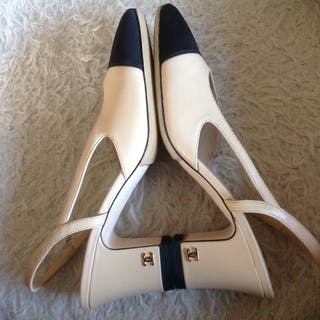 Chanel - Size 38- Als Nieuw- Slingback Pumps.