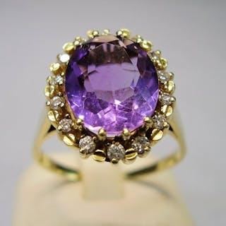 14 kt. Yellow gold - Ring - 5.00 ct Amethyst - Diamonds