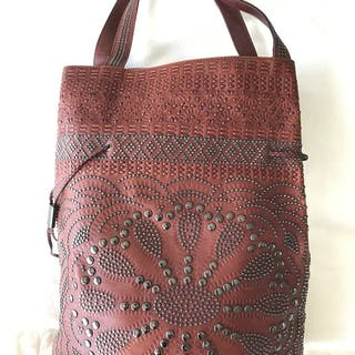 Gucci - Limited Edition Brown Leather Studded Large Bucket Shoulder bag