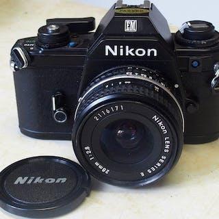 Nikon NIKON EM + Nikon lens series E 2,8/28mm
