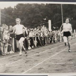 anoniem - Fotoalbum van een sportdag begin jaren 50 - 1950