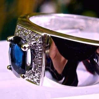 Greenbaum & Bishop - 18 kt. White gold - Ring - 0.68 ct Sapphire - Diamonds