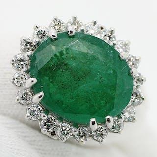 18 kt. White gold - Ring - 9.50 ct Emerald - Diamonds