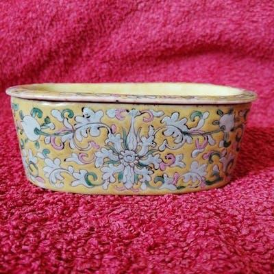 Boîte (1) - Porcelaine - Lotus, Chauve souris - Chine - XIXe siècle