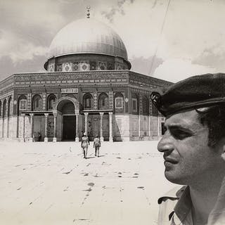 Eddie Adams (1933-2004)/AP Newsfeatures - Israeli Soldier at Dome of the Rock