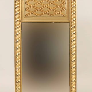 Federal Giltwood Lion's Head-Decorated Mirror