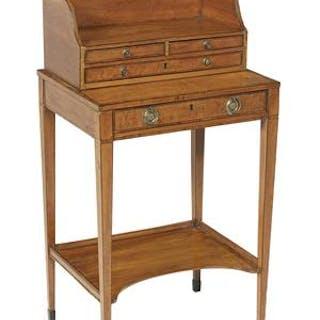 George III Satinwood Table de Chevet
