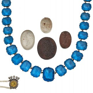 A collection of jewellery, including a group of three Tassie type