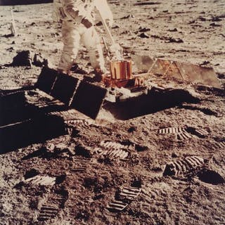 Nasa. Mission Apollo 11. Belle vue de l'astronaute Buzz Aldrin manoeuvrant