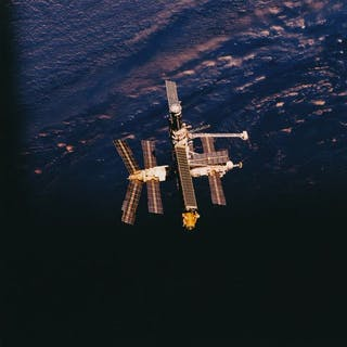 Nasa. Une belle vue depuis la navete spatiale ATLANTIS (Mission STS-79)