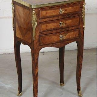 Table de salon Louis XV En marqueterie de bois de placage toutes faces